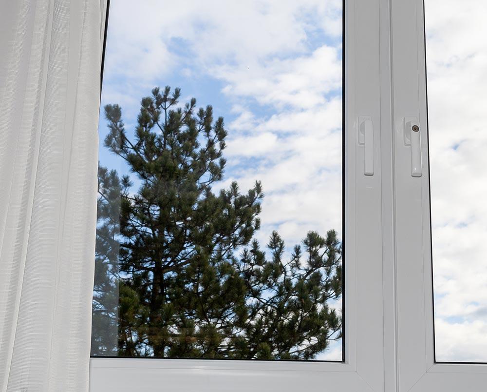 Ljudje se za PVC okna največkrat odločijo zaradi ugodne cene in enostavnejšega vzdrževanja.